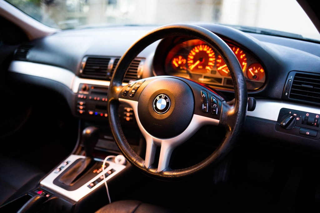 BMW 318i 2002 e46 Interior - Newslibre