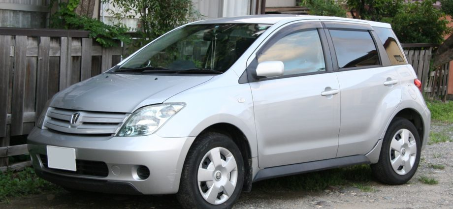 REVIEWS BY IAN PAUL: 2005 Toyota IST - newslibre.com