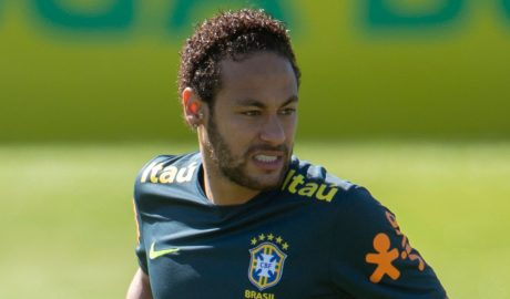 Neymar Limps Off With an Injury During Brazil's Training 5