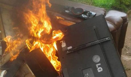 Makerere students burn down fomer guild president property.