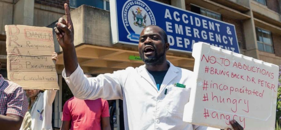 Zimbabwe Fires Over 200 Doctors 1