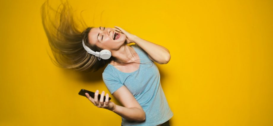 Did You Know That Listening to Music Does These 5 Things to Your Brain - Newslibre