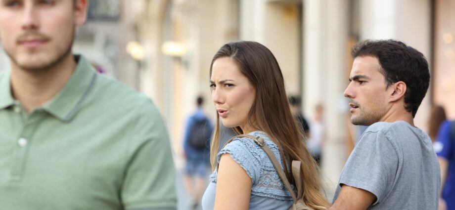 7 signs you are micro-cheating