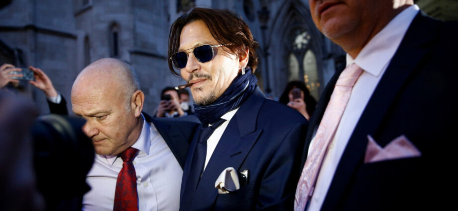 "Johnny Depp Texts Friend: ""Let's Burn Amber"" - Newslibre"