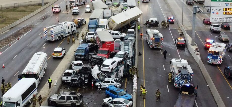 Texas Crash Involving More Than 100 Vehicles Kills 6 People - Newslibre